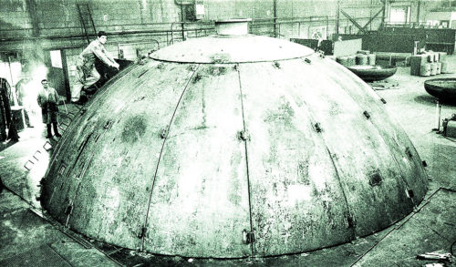Black & white photo of segmental tank head