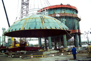 Final assembly of a semented upper corse being lifted into place
